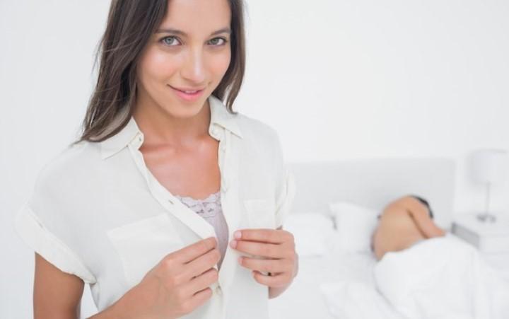 Um homem namoraria uma mulher que faz sexo no primeiro encontro?