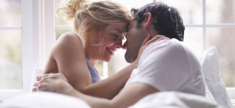 Devo contar minha experiência sexual com outros homens para meu namorado?