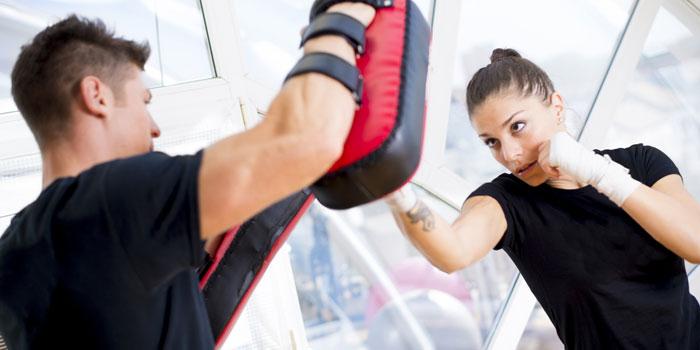 casal-praticando-boxe