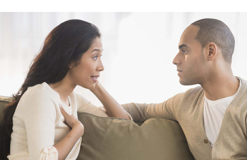 casal mulher reclamando