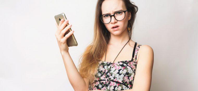 mulher no celular